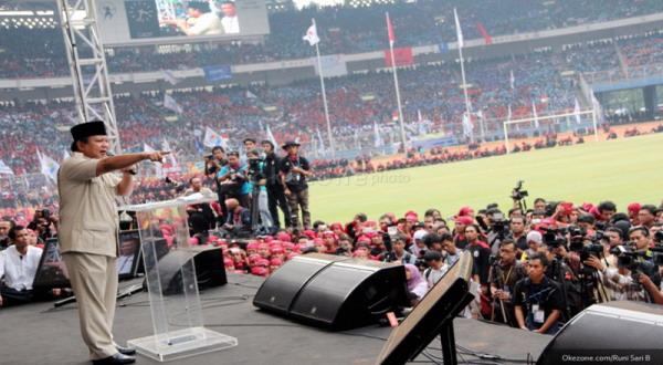 Ratusan Pendukung Prabowo Datangi KPU