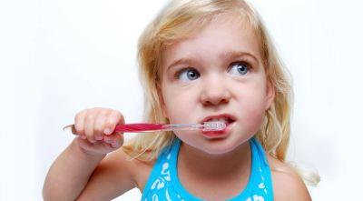 Panduan Pilih Sikat Gigi Anak Sesuai Usianya