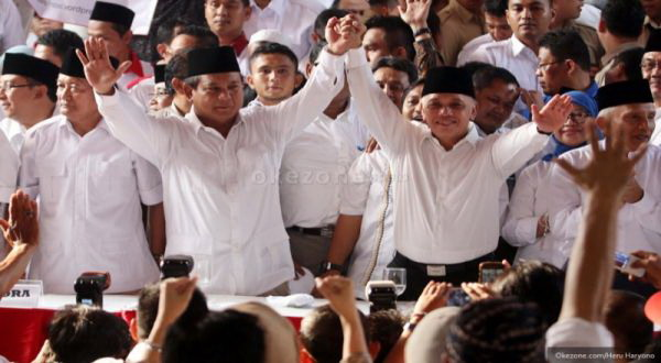 Massa Pendukung Tunggu Prabowo-Hatta di Bundaran HI
