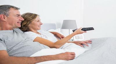 TV di Kamar Bisa Meningkatkan Kehidupan Seksual