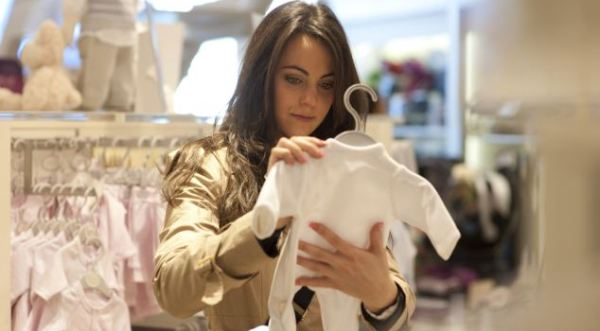 Waspada Zat Berbahaya saat Beli Pakaian Bayi