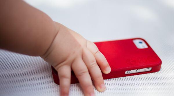 Jauhkan Bayi dari Gadget Anda