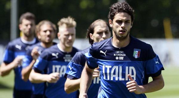 Prandelli lebih memilih Paletta (belakang, baris kedua) ketimbang Ranocchia (depan) (Foto: Ist)