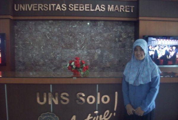 Mampu Kalahkan Raeni, Anak Petani Lulus dengan IPK Tertinggi