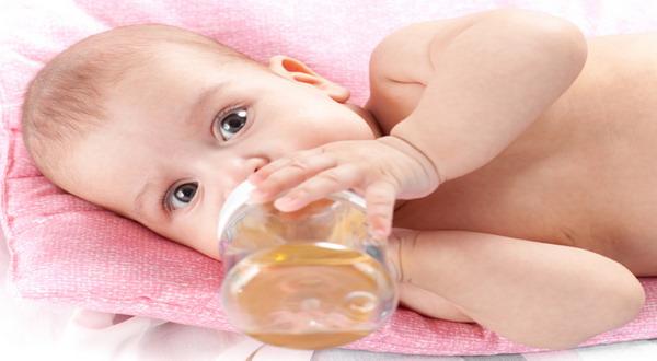 Lepas ASI Ekskslusif, Biasakan Anak Minum Air Putih