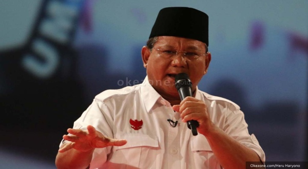 Ribuan Orang Rela Berpanas-panasan Tunggu Prabowo