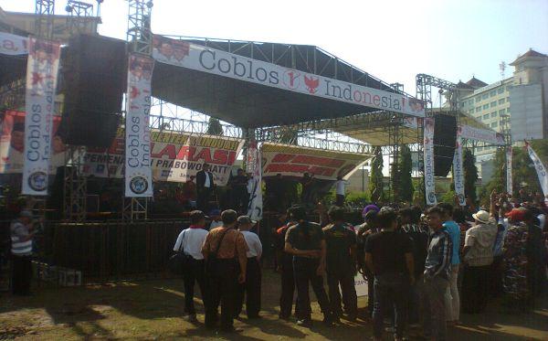 Ratusan Pendukung Prabowo-Hatta Padati Lapangan Simpang Lima Semarang