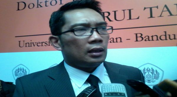 Masa Tenang, Wali Kota Bandung Babat Habis Atribut Kampanye