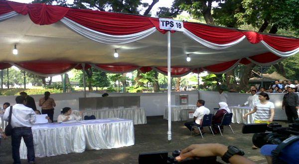 Penjagaan Pengamanan Lengang di TPS Jokowi