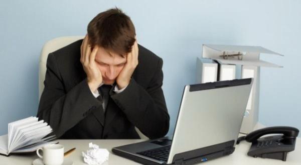 Lelah Bekerja, Tidur Sekejap di Kantor Akan Sia-Sia