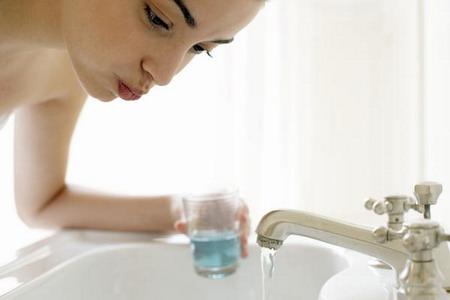 Obat Kumur Beralkohol Justru Timbulkan Bau Mulut