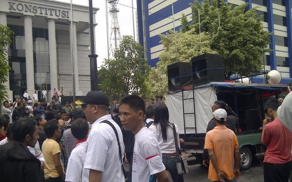 Pendukung Prabowo Demo di Depan Gedung MK