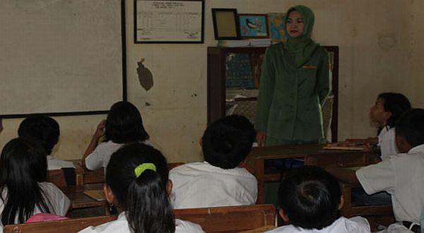 UNY Ajar 30 Guru IPS SMP tentang Pendekatan Scientific