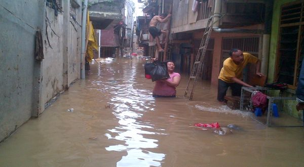 Jelang Idul Fitri, Kampung Pulo Kembali Terendam Banjir