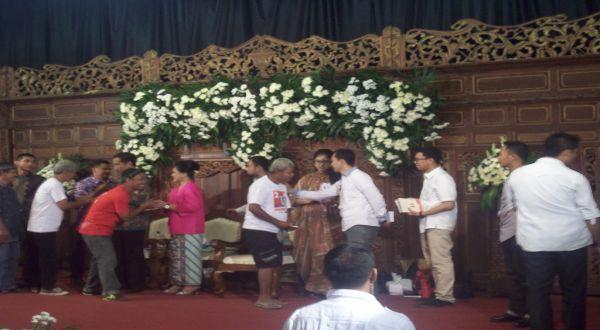 Halal Bihalal, Warga Solo Antre Salaman dengan Jokowi