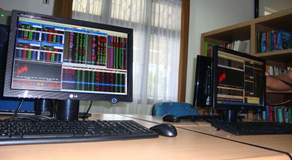 170 saham terkoreksi, IHSG berhasil positif. (Foto: Okezone)
