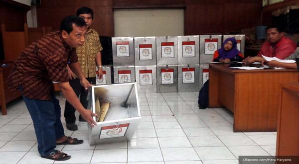 KPU Kotim Buka Kotak Suara 130 TPS