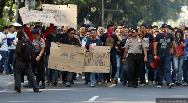Ribuan Massa Prabowo-Hatta Kembali Turun ke MK