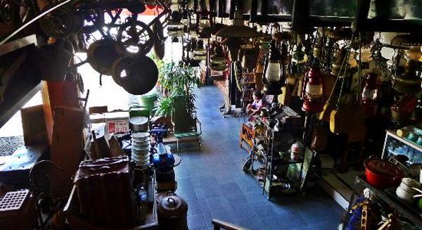 Singgasana Hotels & Resorts tentang Lepas Rindu di Pusat Barang Antik Pasar Triwindu