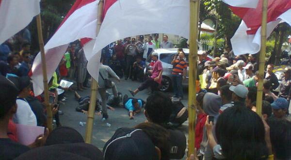 Tuntut KPU Jateng Netral, Pendukung Prabowo Beri Surat Cinta