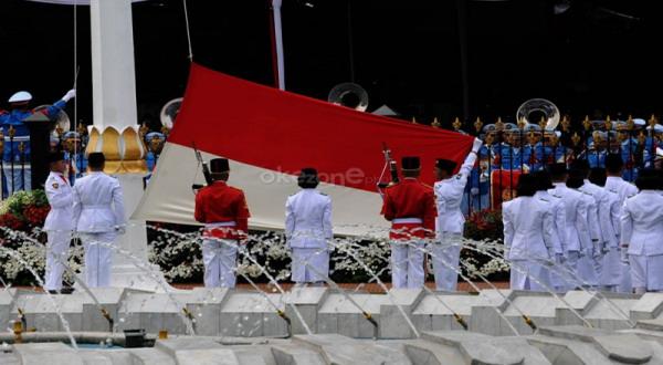 Juana Gita, Pembawa Baki Bendera HUT RI-69 di Istana