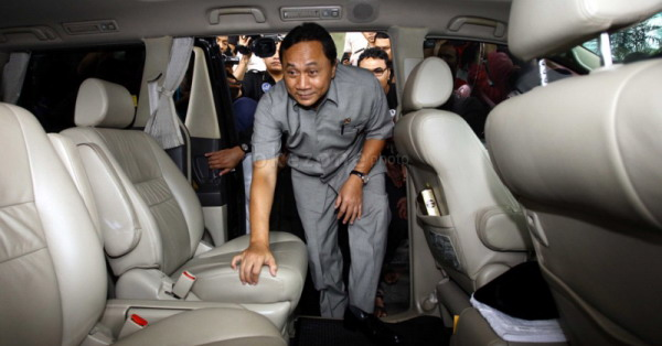 Menhut Serahkan SK Pengelolaan KBS di Surabaya