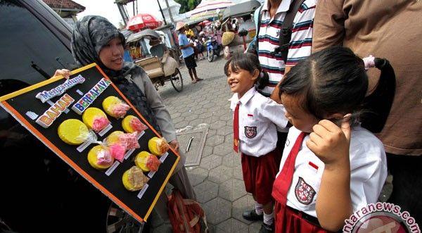 Jajanan Anak Sekolah Berisiko Rusak Ginjal