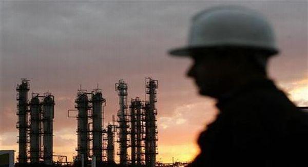 Pemerintah baru harus maksimalkan produksi minyak sumur tua. (Foto: Reuters)