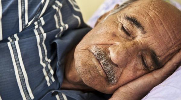 Penyebab Manula Tidur Lebih Sedikit