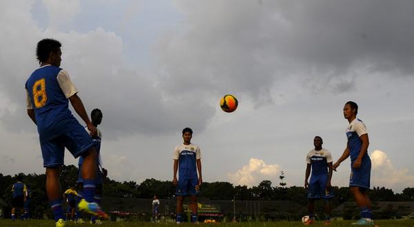 Para pemain Persib Bandung jalani latihan. (Foto:Nurvian Arbi/Antara)