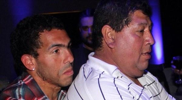 Ayah Tevez (kanan) yang sempat diculik 29 Juli lalu (Foto: Twitter)