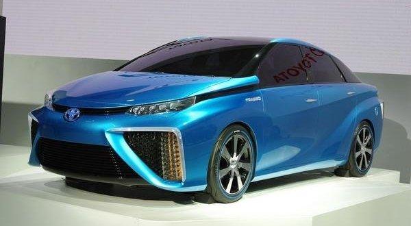 F: Toyota Pamer Mobil Hidrogen (Topspeed)