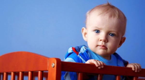 Bayi Lahir Oktober Merangkak Lebih Cepat