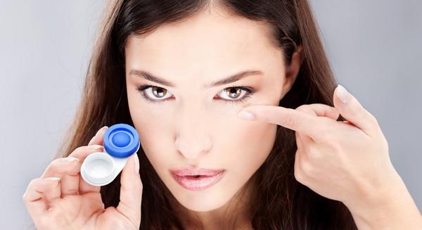 Lensa Kontak Murah Sebabkan Infeksi Mata