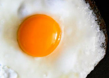 Bahayanya Telur Goreng Setengah Matang