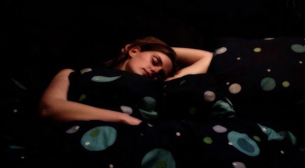 Tidur di Ruang Gelap Turunkan Berat Badan