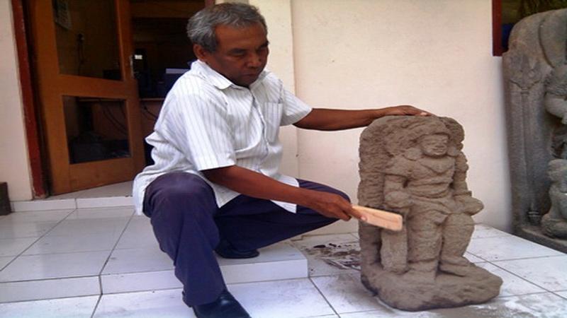 https: img.okeinfo.net content 2014 10 21 340 1055184 arca-mataram-hindu-ditemukan-di-sleman-c8NXLCvuU8.jpg
