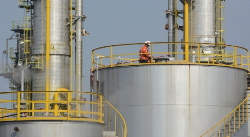 https: img.okeinfo.net content 2014 12 10 19 1077108 pertamina-siap-modernisasi-lima-kilang-minyak-BbGuyVtgan.jpg