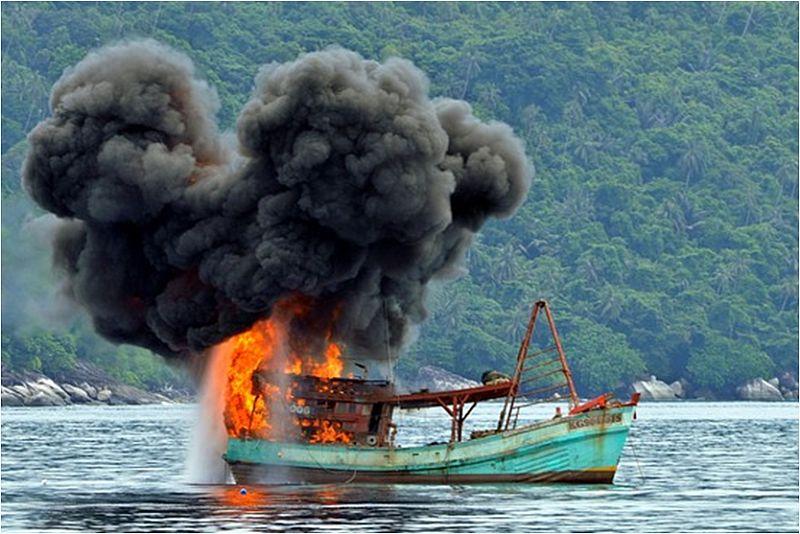 https: img.okeinfo.net content 2014 12 10 320 1077248 terapi-kejut-jokowi-bagi-pencuri-ikan-asing-rnKh98DgXU.jpg