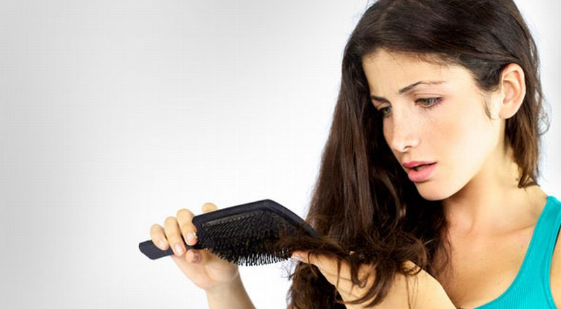 https: img.okeinfo.net content 2014 12 29 83 1085191 perawatan-sederhana-atasi-rambut-kering-PfZEc7VZPr.jpg