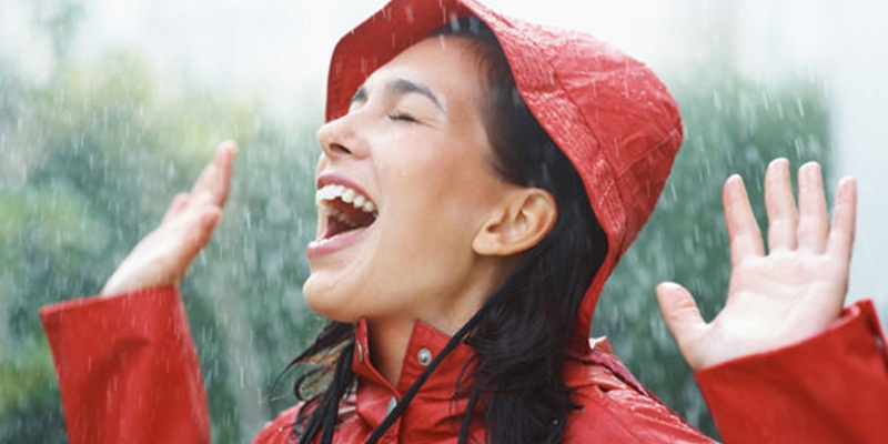 https img.okeinfo.net content 2015 01 27 82 1097770 tips make up tetap cantik di musim hujan NSg8oq4ywO.jpg