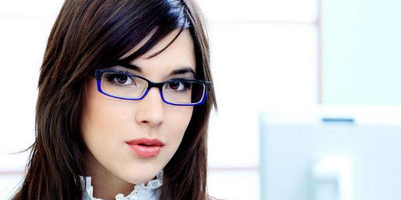 https: img.okeinfo.net content 2015 03 25 194 1124270 tips-cantik-untuk-wanita-berkacamata-zzC9JS8Jna.jpg