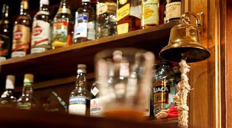 https: img.okeinfo.net content 2015 04 17 320 1135748 pembatasan-minuman-alkohol-pengusaha-minta-solusi-DaOL97v075.jpg