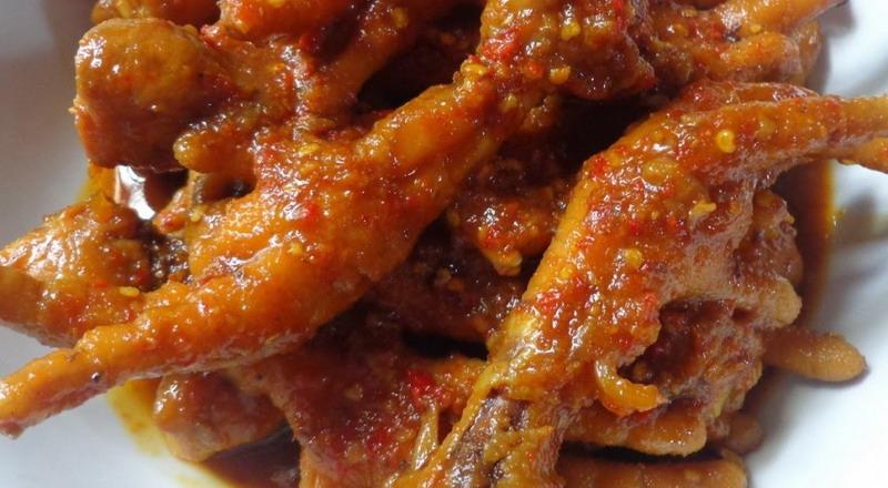 Makanan bercita rasa pedas memang banyak digemari oleh masyarakat Indonesia.