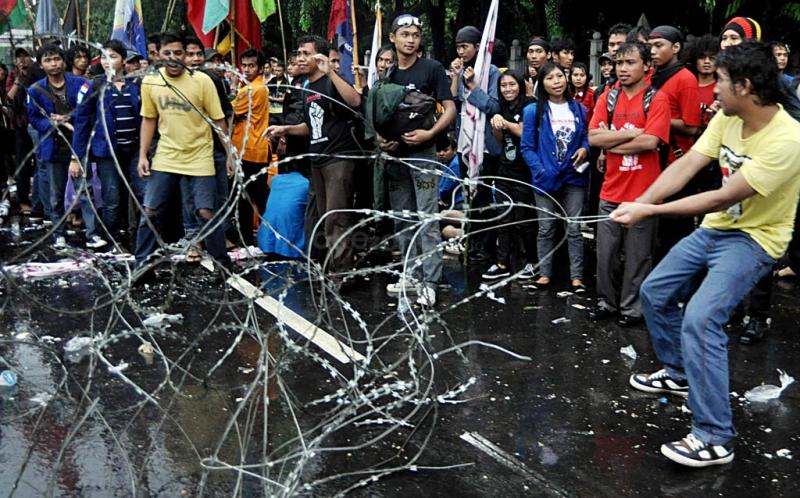 https: img.okeinfo.net content 2015 05 20 337 1152489 demo-mahasiswa-di-istana-sepi-vQR358Da6r.jpg