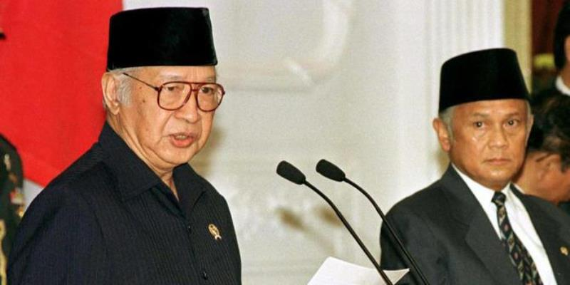 Soeharto selalu meluangkan waktu untuk menyalurkan hobi mancingnya sembari menghisap cerutu.