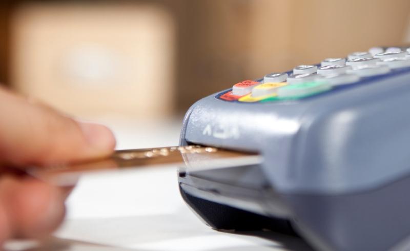 https: img.okeinfo.net content 2015 06 24 457 1170688 alasan-mengapa-kamu-butuh-kartu-kredit-lebih-dari-satu-iLtIZBR5ZA.jpg