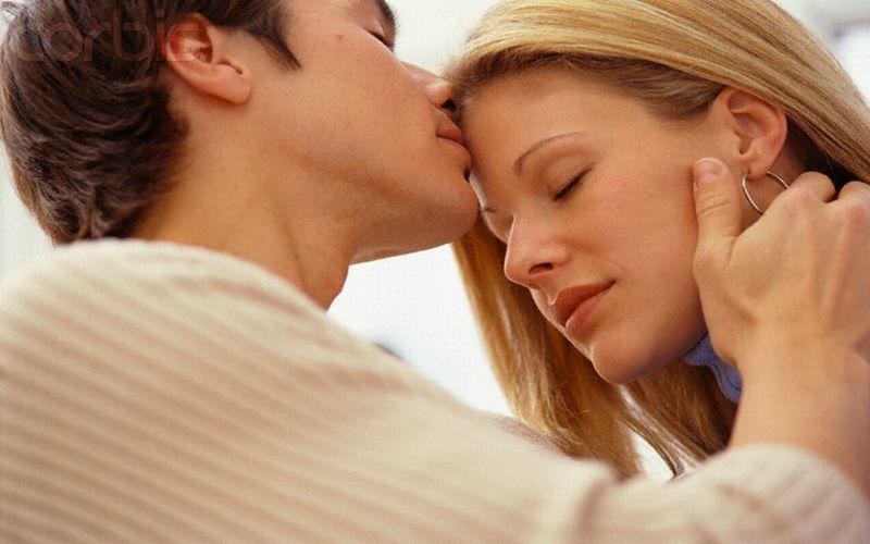 https: img.okeinfo.net content 2015 07 30 481 1187719 ciuman-meningkatkan-risiko-kanker-seperti-rokok-5h0UMgMIj1.jpg
