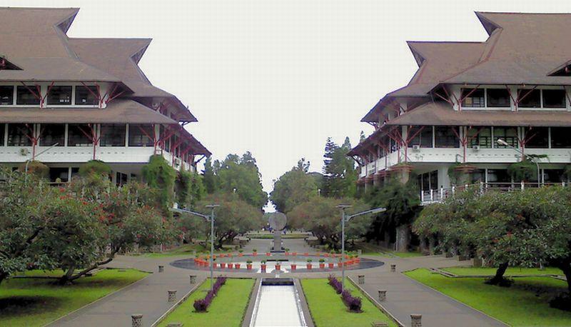 https: img.okeinfo.net content 2015 08 17 65 1197483 11-kampus-indonesia-terbaik-DMdcRbw0sY.jpg