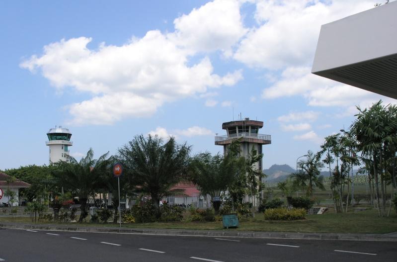 https: img.okeinfo.net content 2015 08 30 340 1204917 imbas-letusan-lokon-bandara-sam-ratulangi-ditutup-Oqx9qSAwRN.JPG